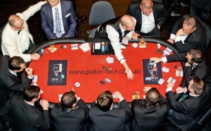 poker table hire players